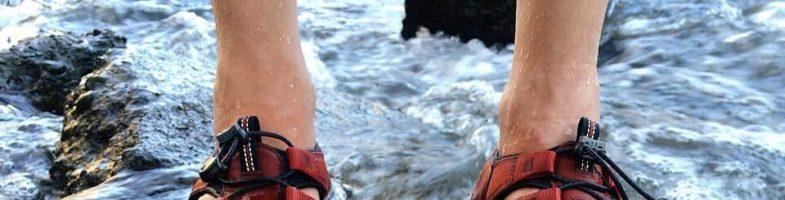 Regularny trekking w sandałach