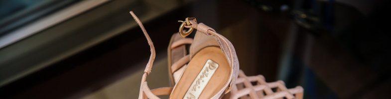 Sandały na obcasie są modne